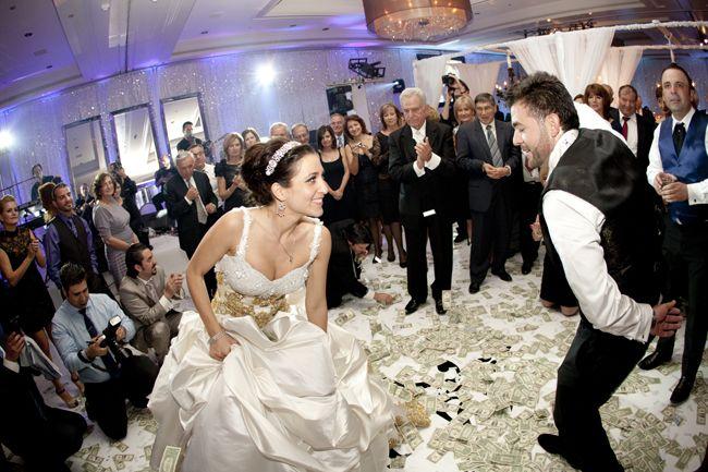 Свадьба геи встречают жениха